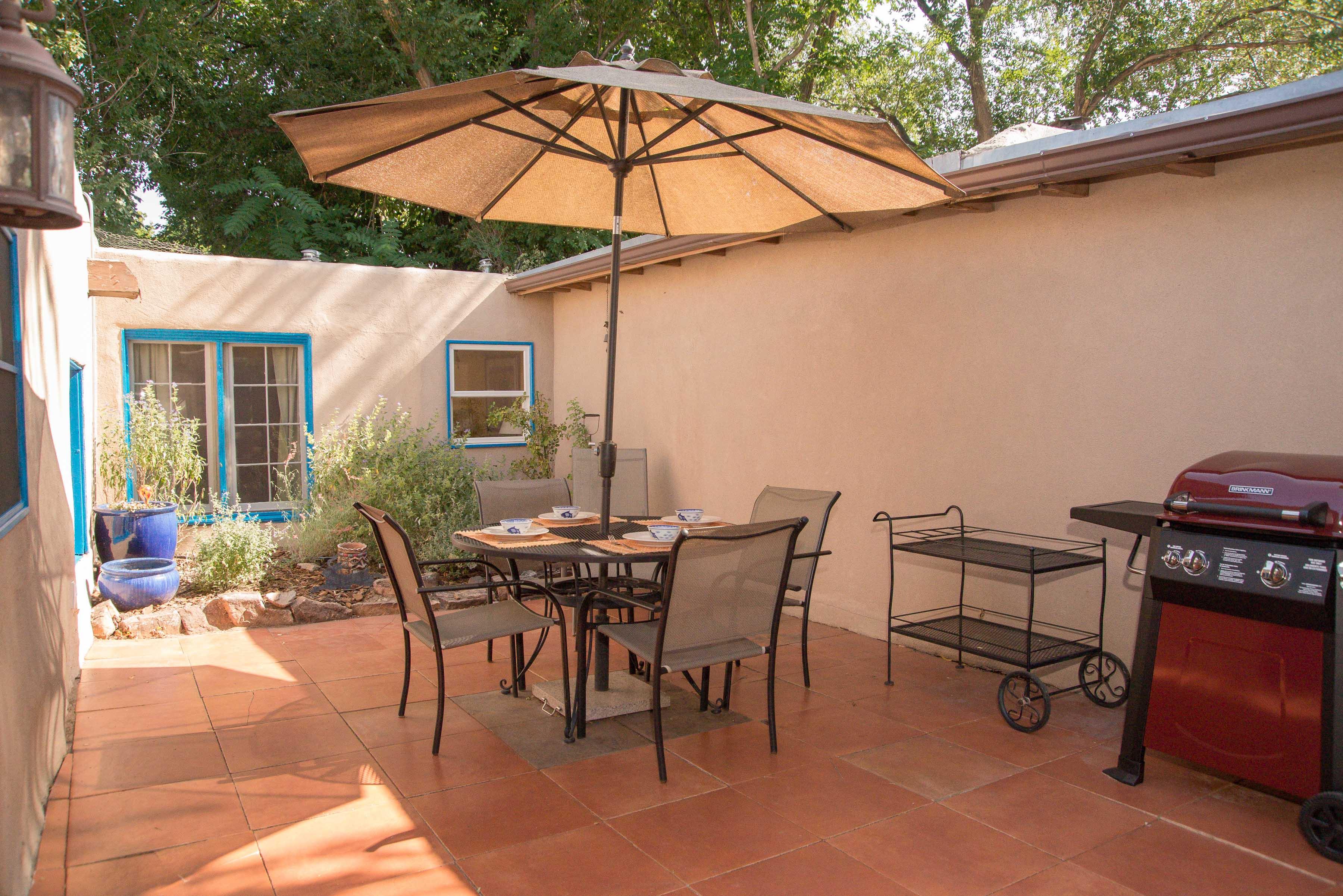 Casa Carolina – Original 2 Bedroom Adobe Home – Walking distance